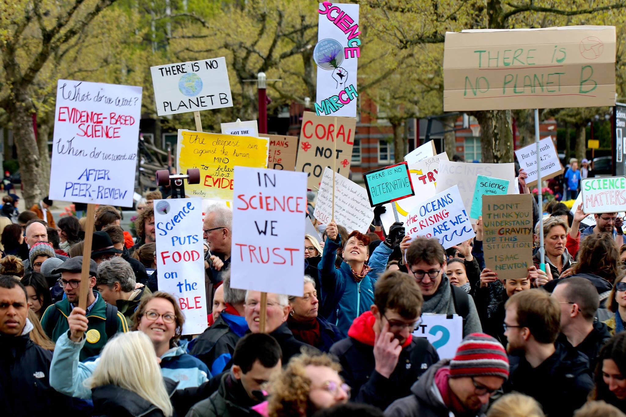Awesome photo of last Saturday's March For Science at Museumplein, Amsterdam. Credits go to Tammy Sheldon Photography @rogueinams https://t.co/8Hp6talNwW