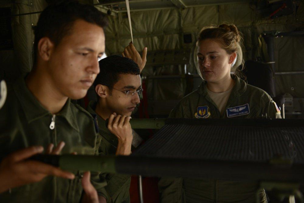 """انطلاق مناورات """"الأسد الإفريقي 17 """" في المغرب بمشاركة أمريكية C-QqQt_WsAERtWN"""
