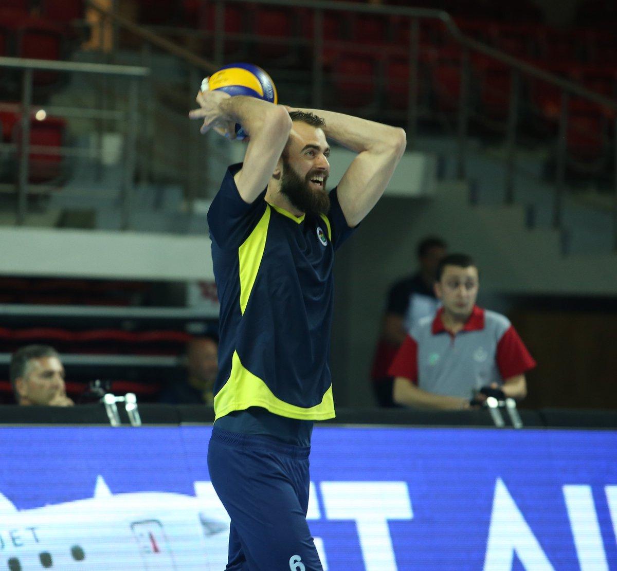 Fenerbahçemiz ısınma bölümü için salonda! #Fenerbahçe