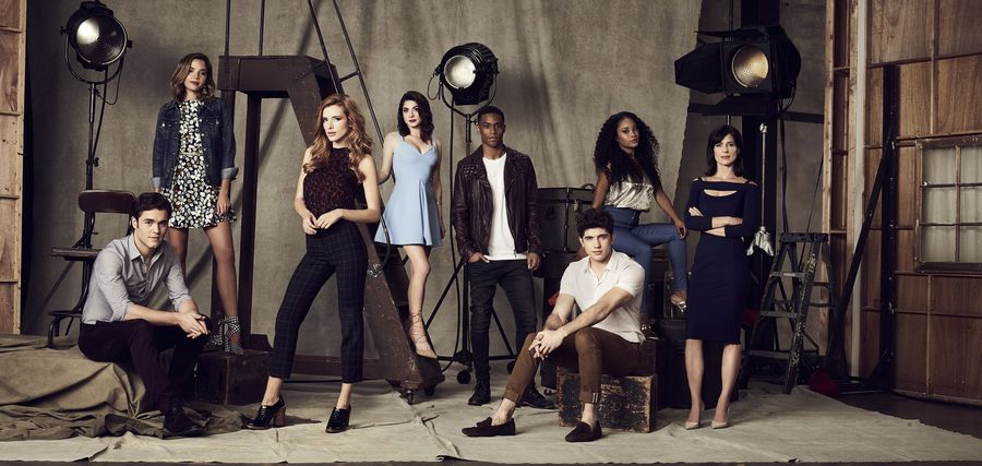 Chat with this 🔥 cast TONIGHT during a new episode of #FamousInLove at...