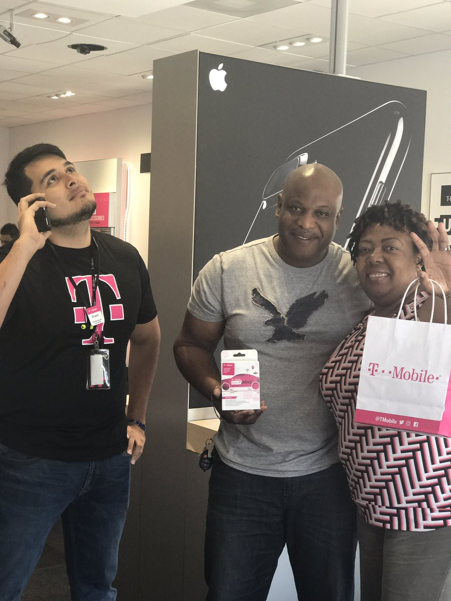 Our first @work customer picking up a sync up & taking advantage of the best 2 line promotion deal! @JenPatino11 @elua1780 @RJGomezIII