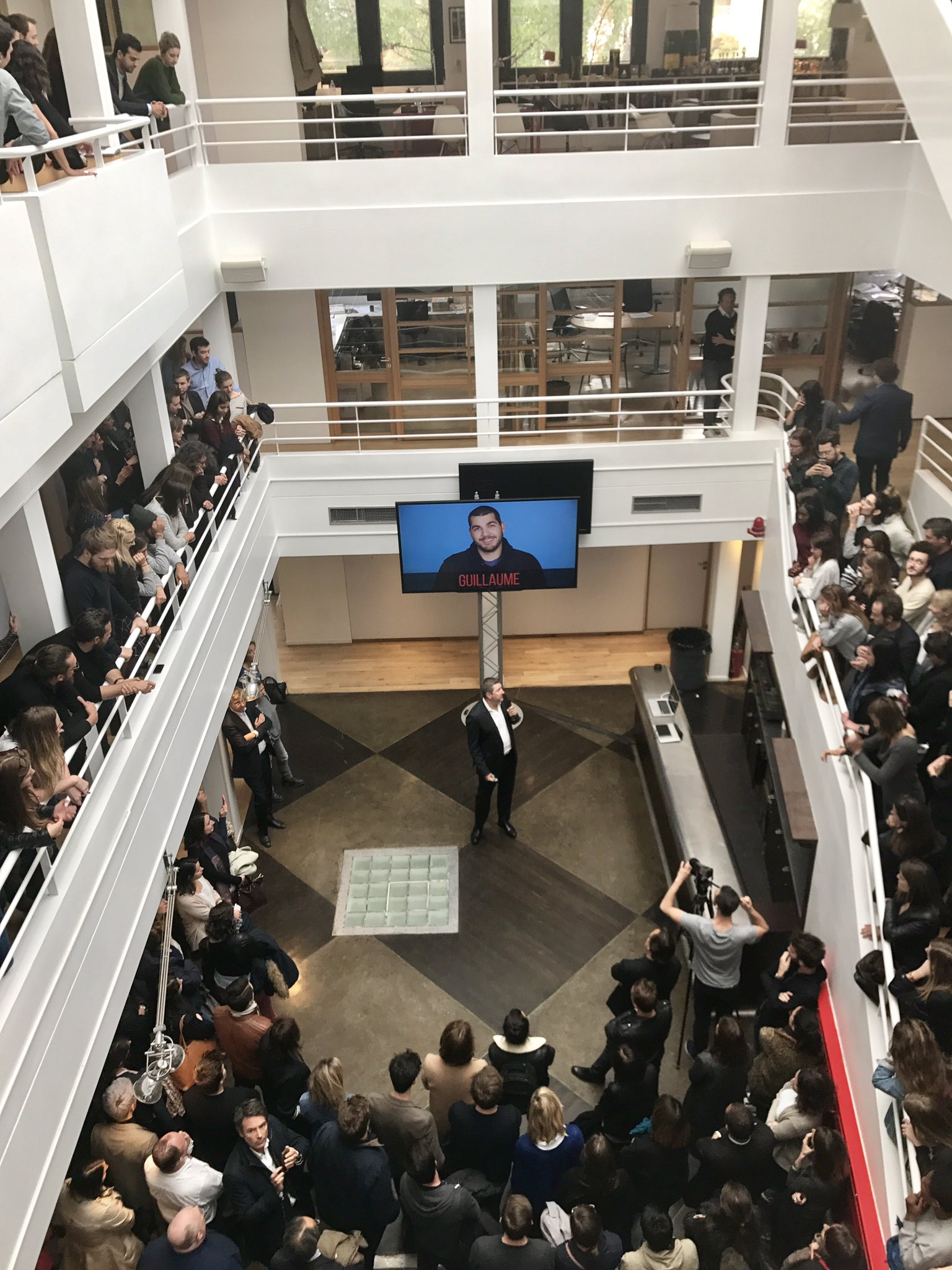 RT @TBWA_PARIS: {Big Boss speaking} @troyruhanen, CEO de @TBWA est parmi nous ! 🙌 https://t.co/wqEUcK36Ya