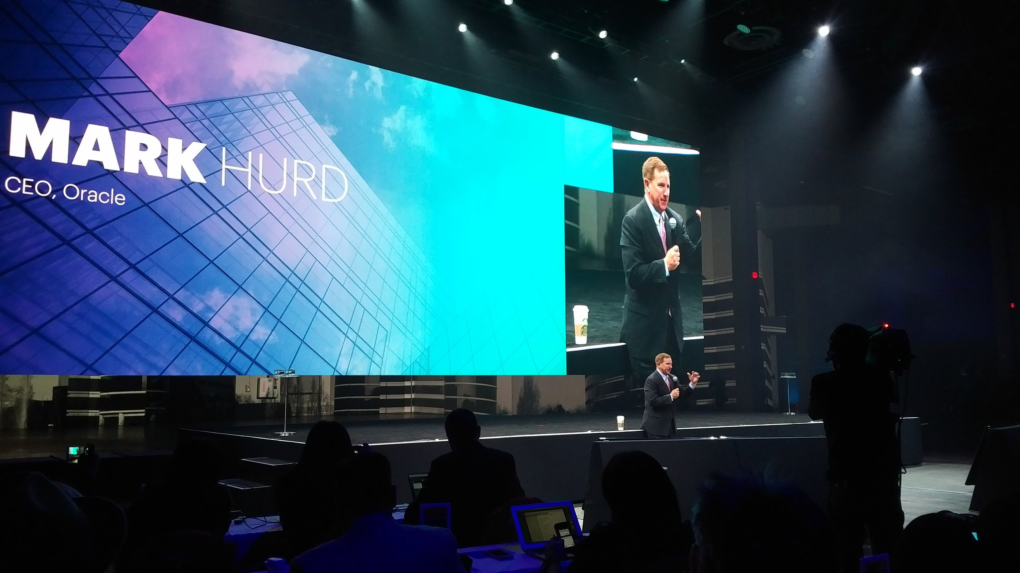 Next up - @MarkVHurd on why @Oracle bought @NetSuite - @Starbucks in hand. #SuiteWorld17 https://t.co/wV5pVt3C5Q