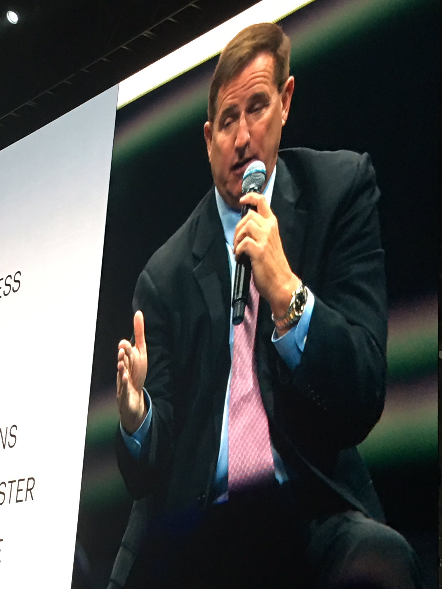 It's on: @MarkVHurd details @Oracle - @NetSuite strategy on stage   #SuiteWorld17 https://t.co/JEflNAplx0