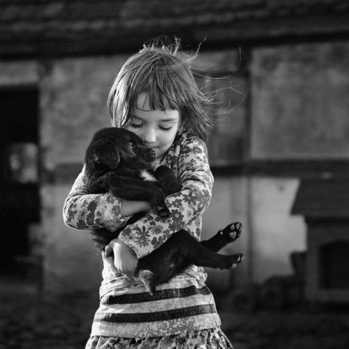 « Il n'y a que les grands cœurs qui sachent combien il y a de gloire à être bon.»            [ Sophocle ]