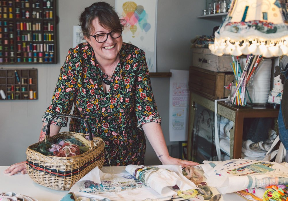 In #folksyhour @claregetscrafty looks at the connection between craft and well-being. @marnalunt will be there too! https://t.co/j31ZNStVHU https://t.co/aysKvNUP9v