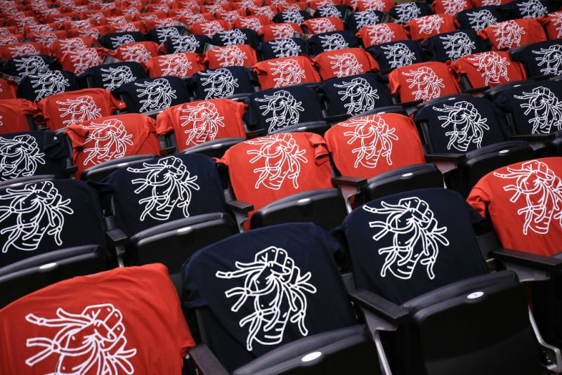 Fans are complaining about these FREE Raptors Playoff T-Shirts - @Carl...