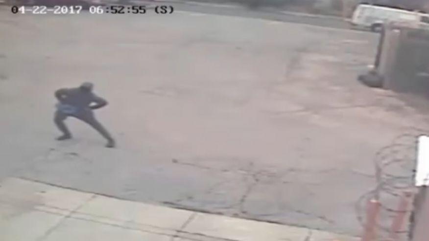 Philadelphia Dunkin' Donuts robber spotted stretching beforehand  https://t.co/Z8BkZIfzDM #FOXNewsUS
