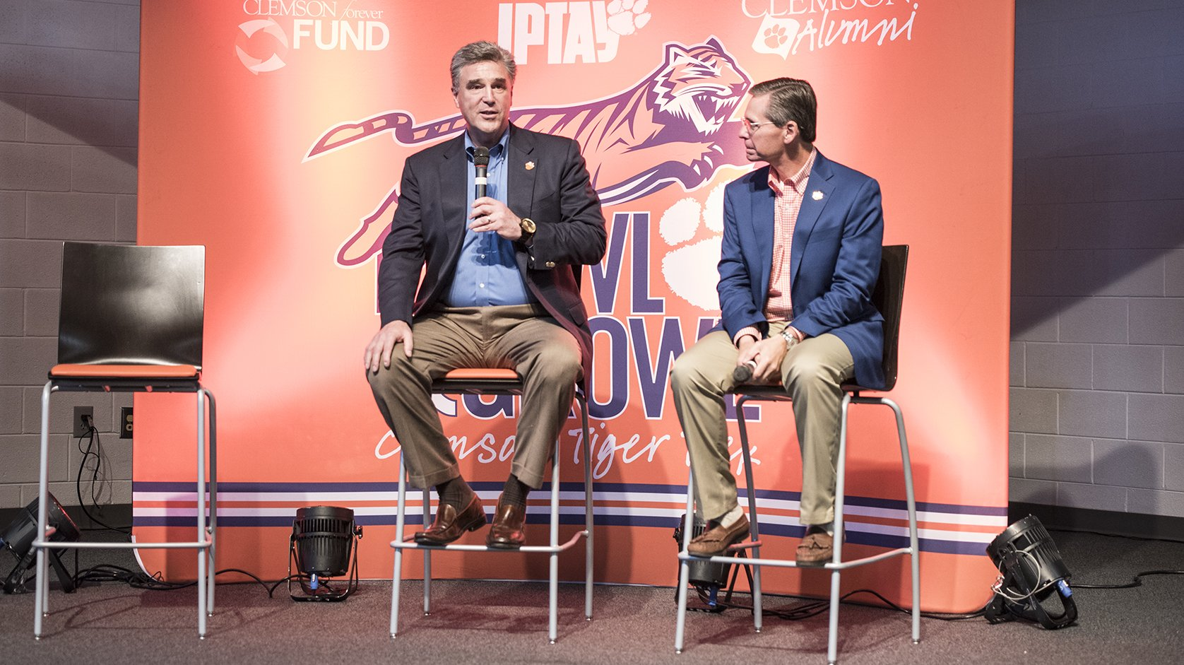"""Great things are happening throughout #Clemson, athletically, academically & from a facilities standpoint."" - @ClemsonDRad at Aiken P&G https://t.co/bNyJrfOcmW"