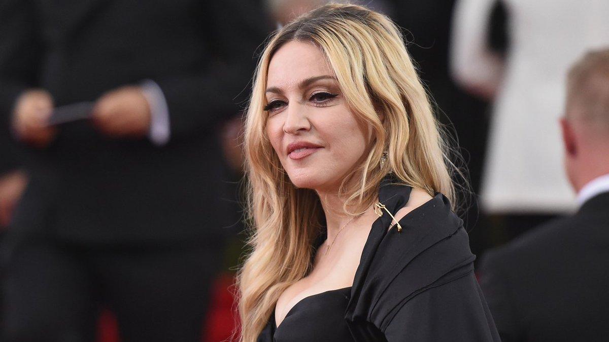 Madonna shades an unofficial #BlondAmbition biopic.   http:// et.tv/2pfBE7H  &nbsp;  <br>http://pic.twitter.com/RPm0cJyaPf