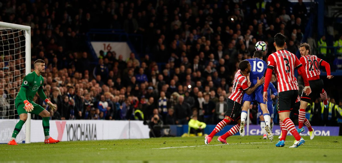 📸 Diego Costa heads in his 5️⃣0️⃣th Premier League goal to put Chelsea...