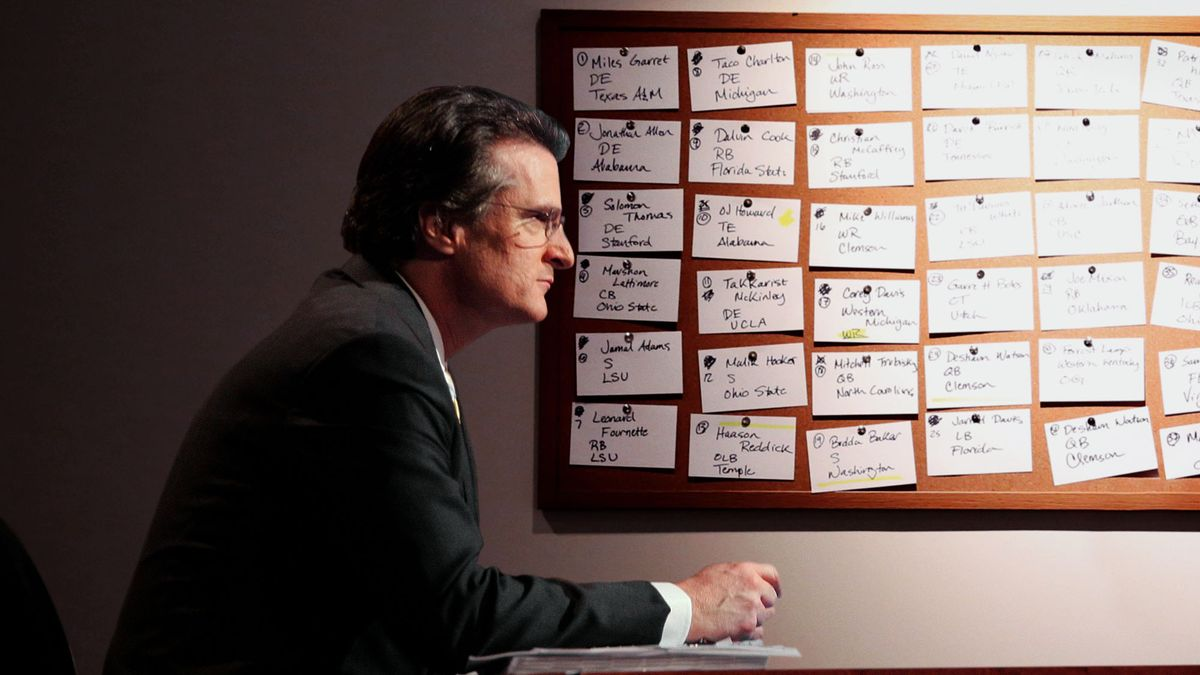 Mel Kiper Shrugs Off Amorous Feelings Toward Big Board While Working Late One Night trib.al/kaiQ420