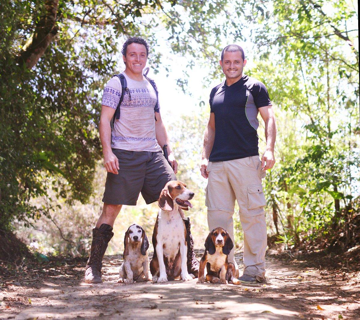 Hace falta ir a caminar a los rios con las perras, que lindos cuando Akira (Rip) y #DoReMi estaban cachorritos <3