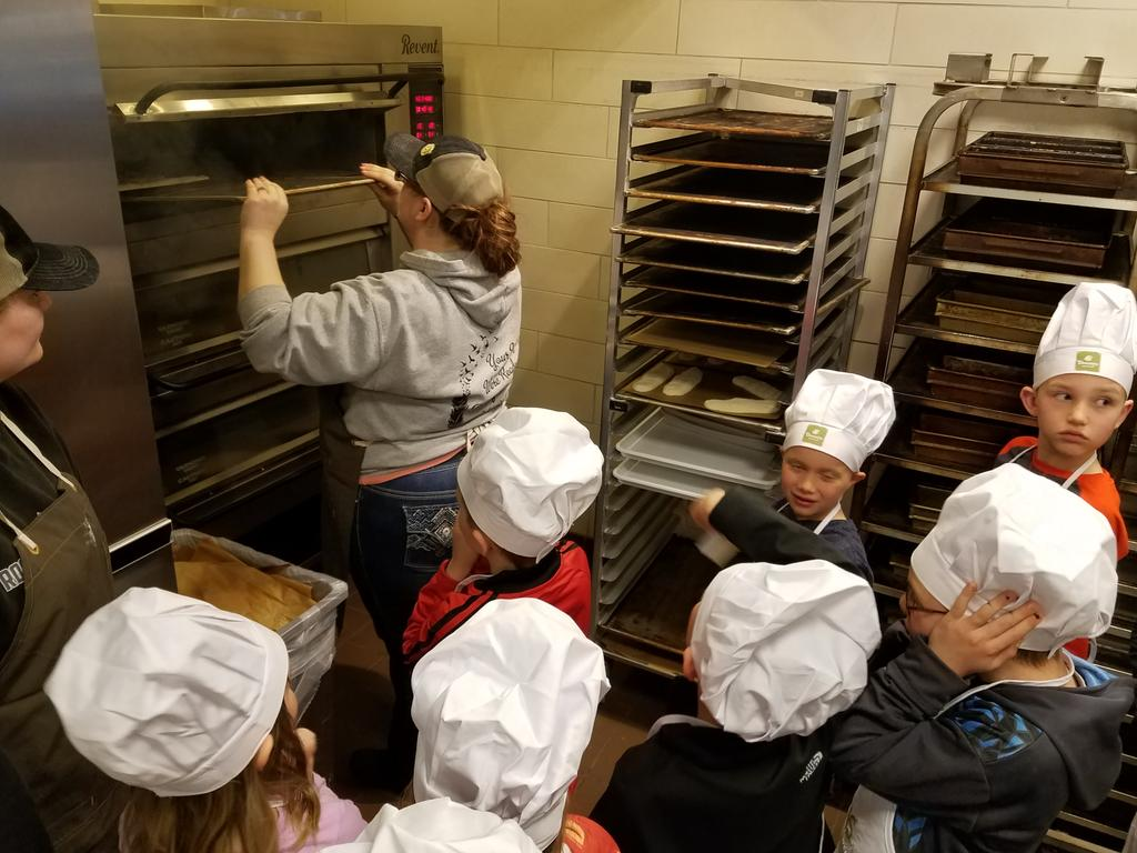Fun Fact: French Baguettes are steamed not baked...crunchy on the outside soft on the inside. #woyc17 #TastyTuesday @ymcacassclay https://t.co/nQIiPcb16w