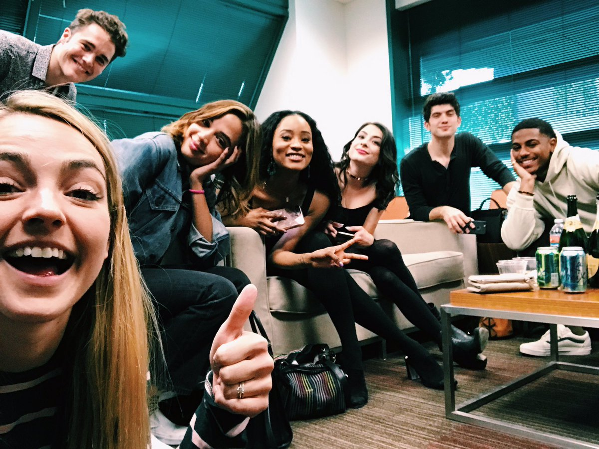 Live tweeting with these QT's! #FamousInLoveChat https://t.co/71PI7wAI...