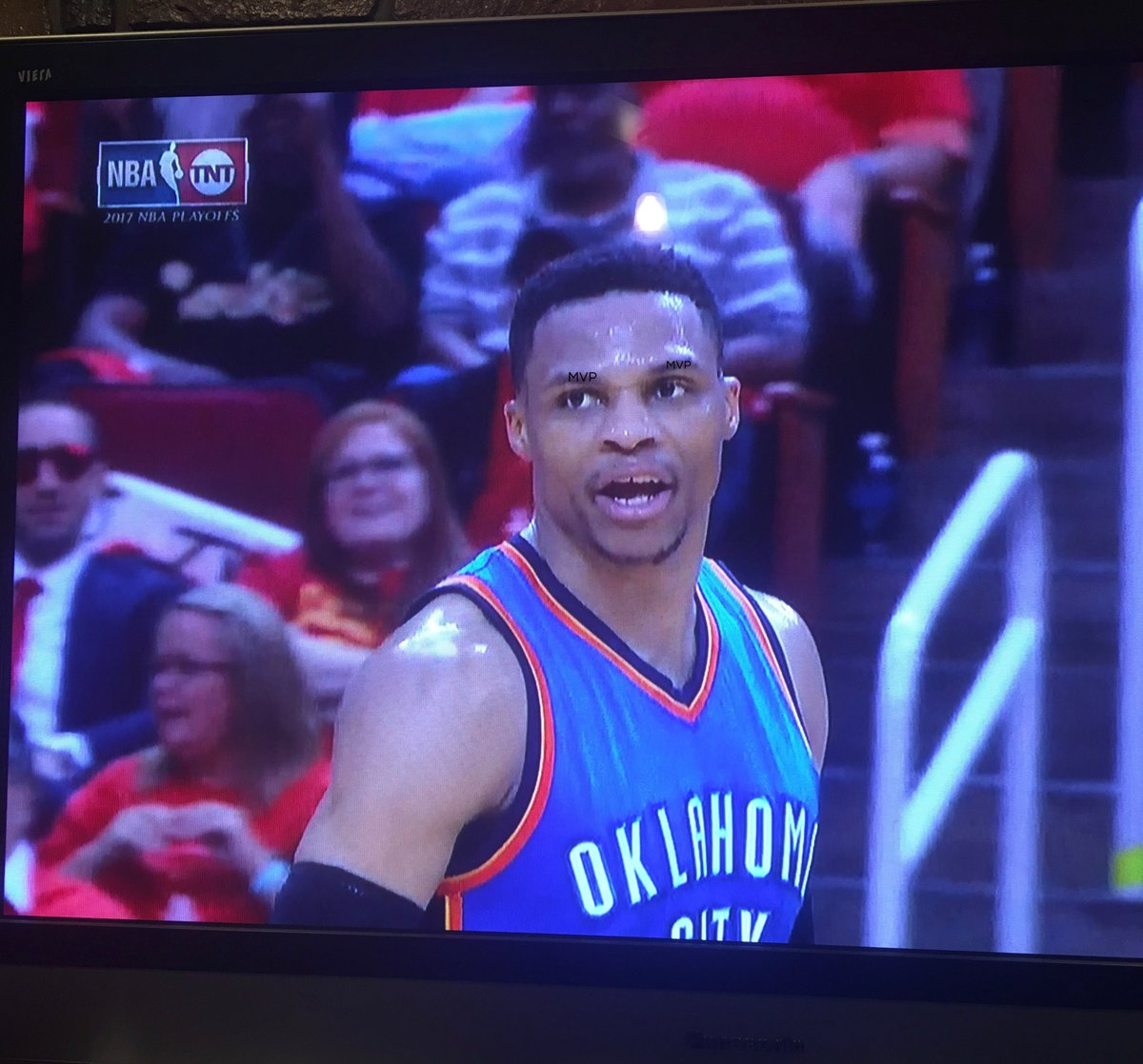 Zoom in on Westbrook's eyebrows  #ThunderUP https://t.co/2lZGHgbyLb