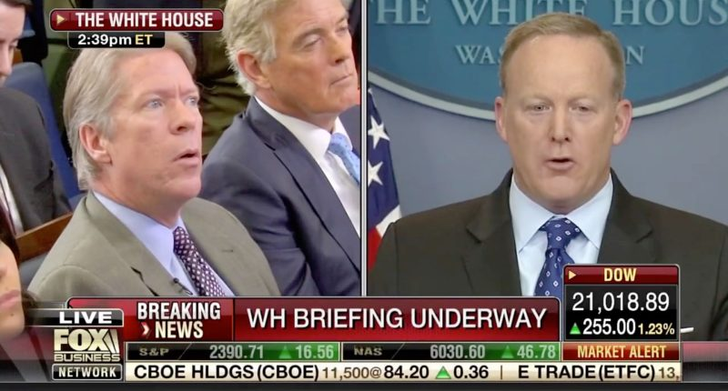 Sean Spicer flummoxes reporters by claiming White House not responsible for hiring Michael Flynn https://t.co/tyARpqgLoJ