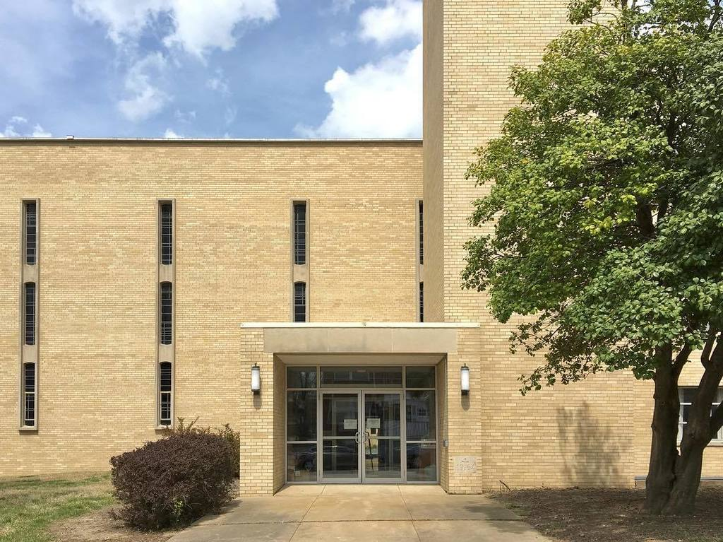 South entrance to the Campus Lutheran Church. #mizzou #midmodmizzou #universityofmissouri #midcenturymodern #midcentury #buffbrick #moderni…<br>http://pic.twitter.com/zDzYJeBdwy