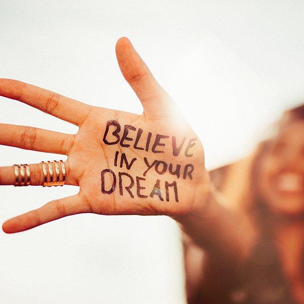Le sole #parole non bastano. #appartieneA te il compito di costruire la tua vita, credendo nei sogni, senza mai gettare la spugna #groupalia https://t.co/feZ42htaq5