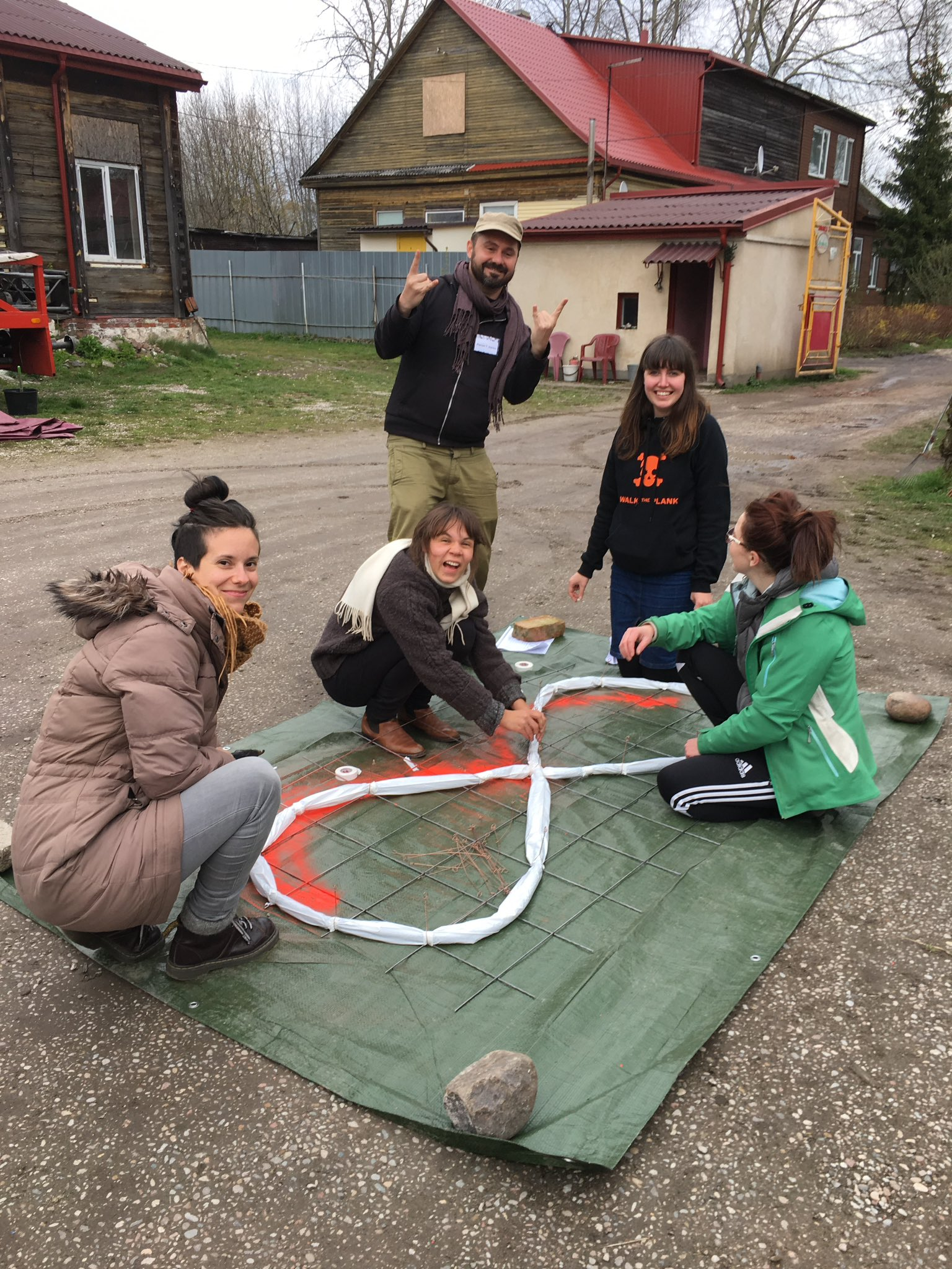 Fire drawing with Plamen (Bulgaria), Ria (Ireland), Ruta (LT/UK) and Carolina (Argentina) #SchoolofSpectacle @europe_creative https://t.co/4nfr5JiT4e