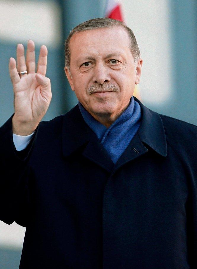 Bei einer #Türkei-weiten Operation in 72 Städten wurden über 1000 mutmaßliche Gülen-Anhänger festgenommen. https://t.co/ZpzwHN0oZu