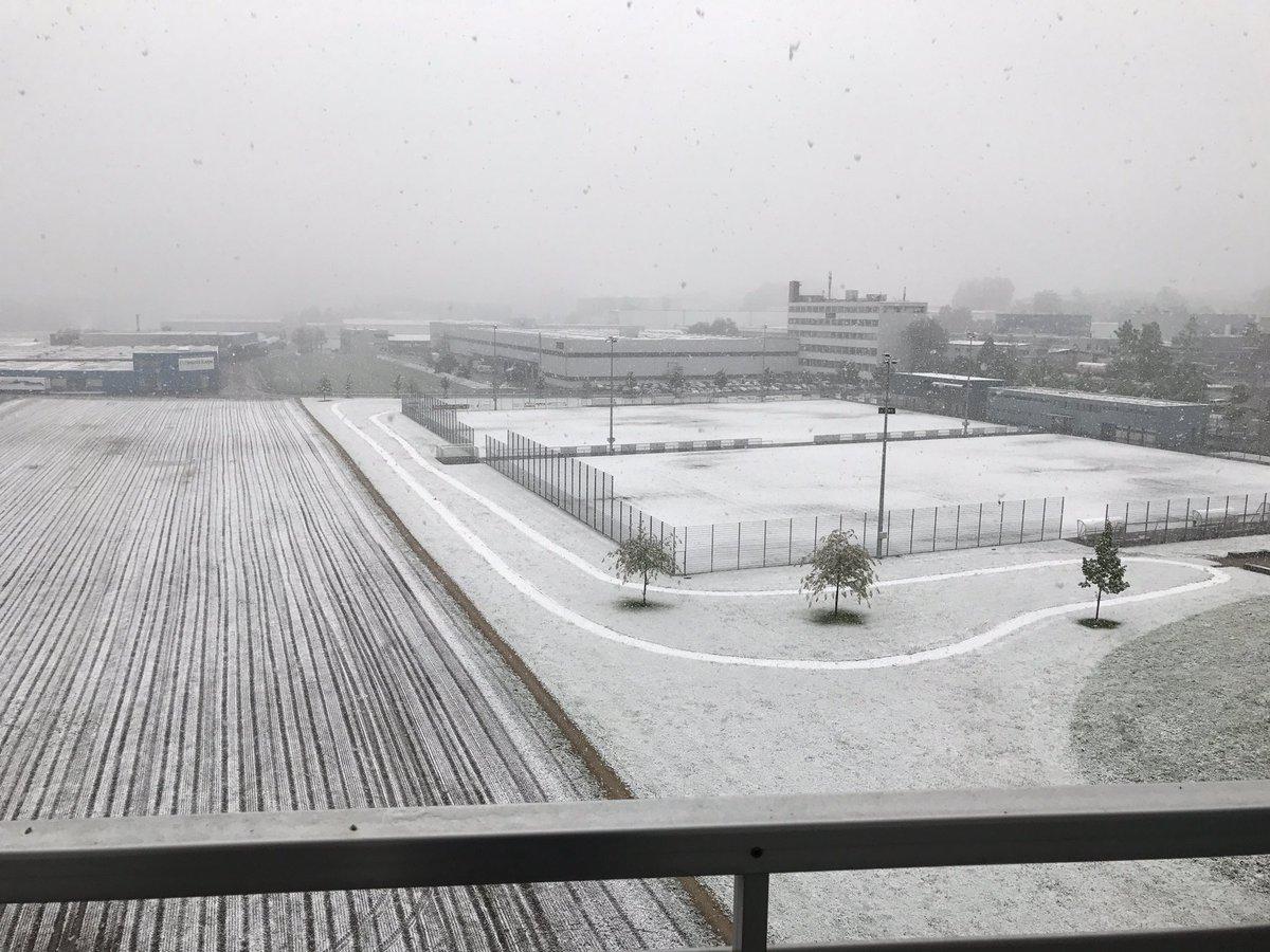 Na... wer von euch hat noch Winterreifen drauf? #wtf #schnee #april