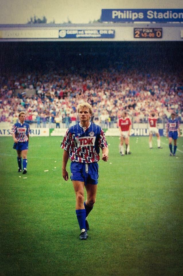 #DennisBergkamp after #PSVEindhoven defeated #Ajax (2-0); #psvaja 1989/90; #PhilipsStadion #Eindhoven #Bergkamp<br>http://pic.twitter.com/1CLBcaIt7m