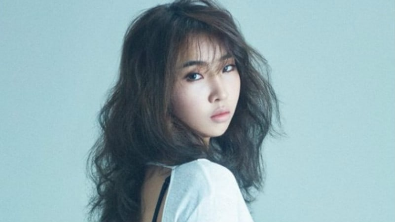 #GongMinzy Continues To Dominate Charts And Comes In At No. 2 On Billb...