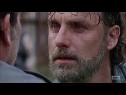 """""""Je vais te tuer. Pas aujourd'hui. Pas demain. Mais tu es déjà un homme mort !"""" Negan a du avoir peur pour la première fois #TheWalkingDead pic.twitter.com/Gm04Tlv1xm"""