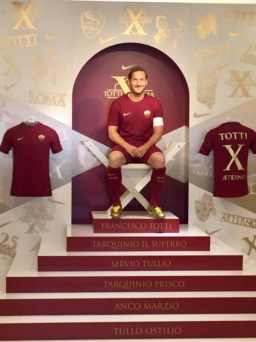 Nike le fabricó unos botines especiales a Totti para celebrar sus 25 años en la Roma