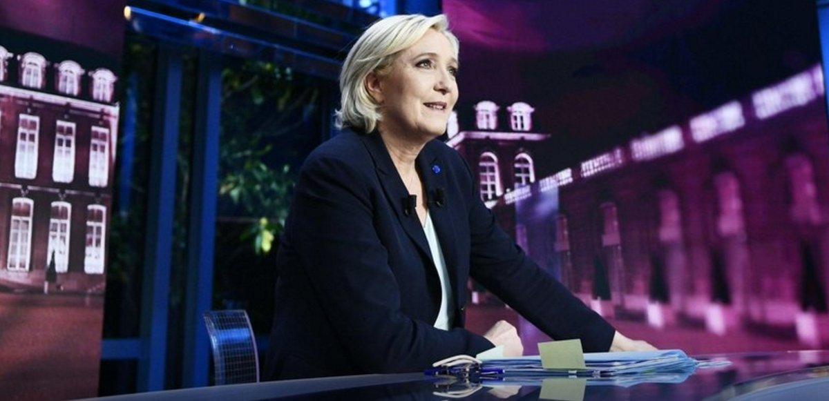 La Suisse s'indigne des mensonges de Marine Le Pen sur ses droits de douanes agricoles https://t.co/HbiWLmXe8B #Presidentielle2017