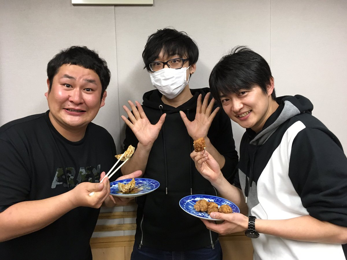 レコメン お聴き頂いた方、ありがとうございました!最後は全員で写真!唐揚げVS餃子!!#下野紘music pic.twitter.com/WDT16XDn7c