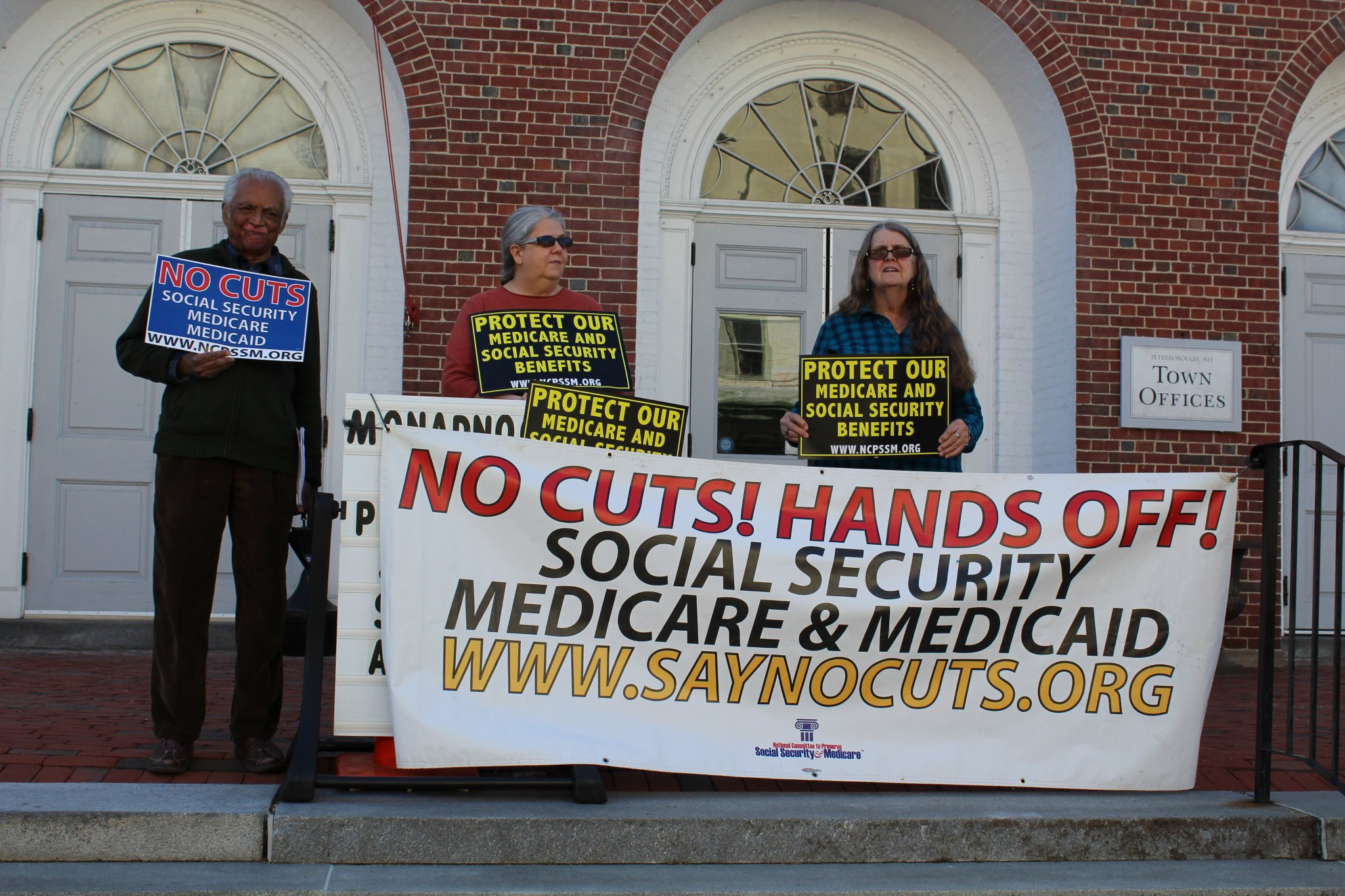Some advocates w/our Protect #Medicare & Social Security Benefits signs! Find more info here on how to get involved: https://t.co/SRr9pJO4fw https://t.co/Tiw6OyjYTg