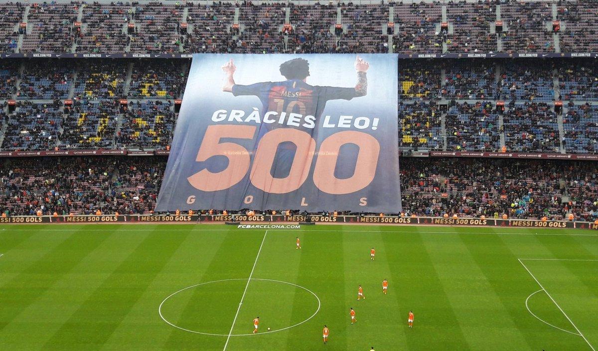 CLASS: @FCBarcelona's tifo to congratulate Lionel Messi on 500 goals f...