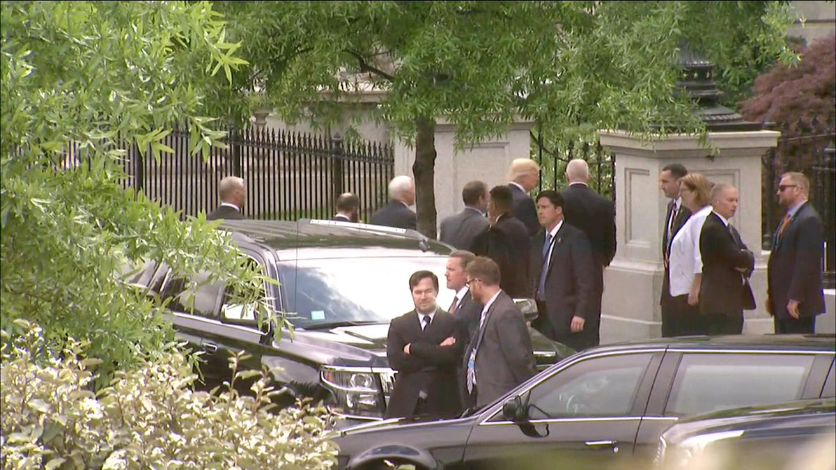 POTUS on his way to Senate North Korea briefing