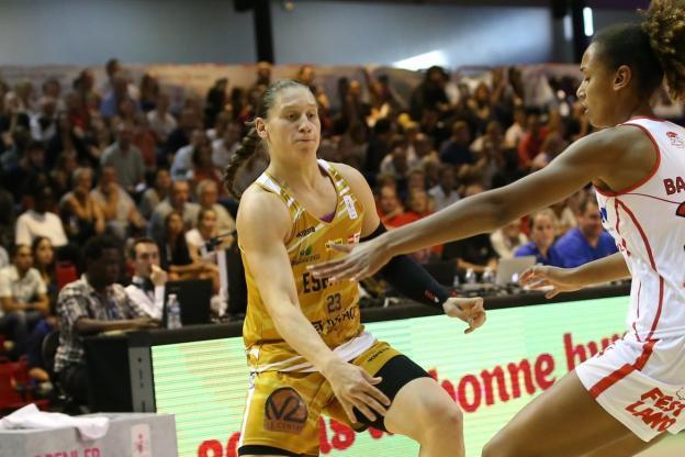 Basket - LFB - Villeneuve-d'Acsq arrache la victoire à Charleville-Mézières  http:// dlvr.it/P09kVb     #Breaking #BreakingLivepic.twitter.com/MWku14hR6G