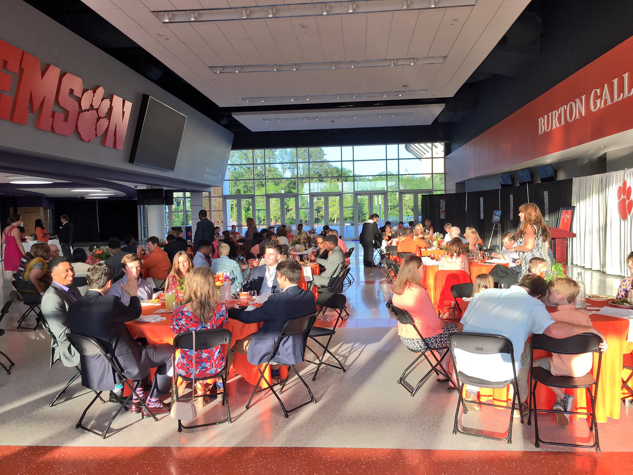 Gathering in Burton Gallery for our annual team banquet. Great job by our administrative specialist Susan Ruark on the setup! 🐾 https://t.co/8X9OgxsX8p