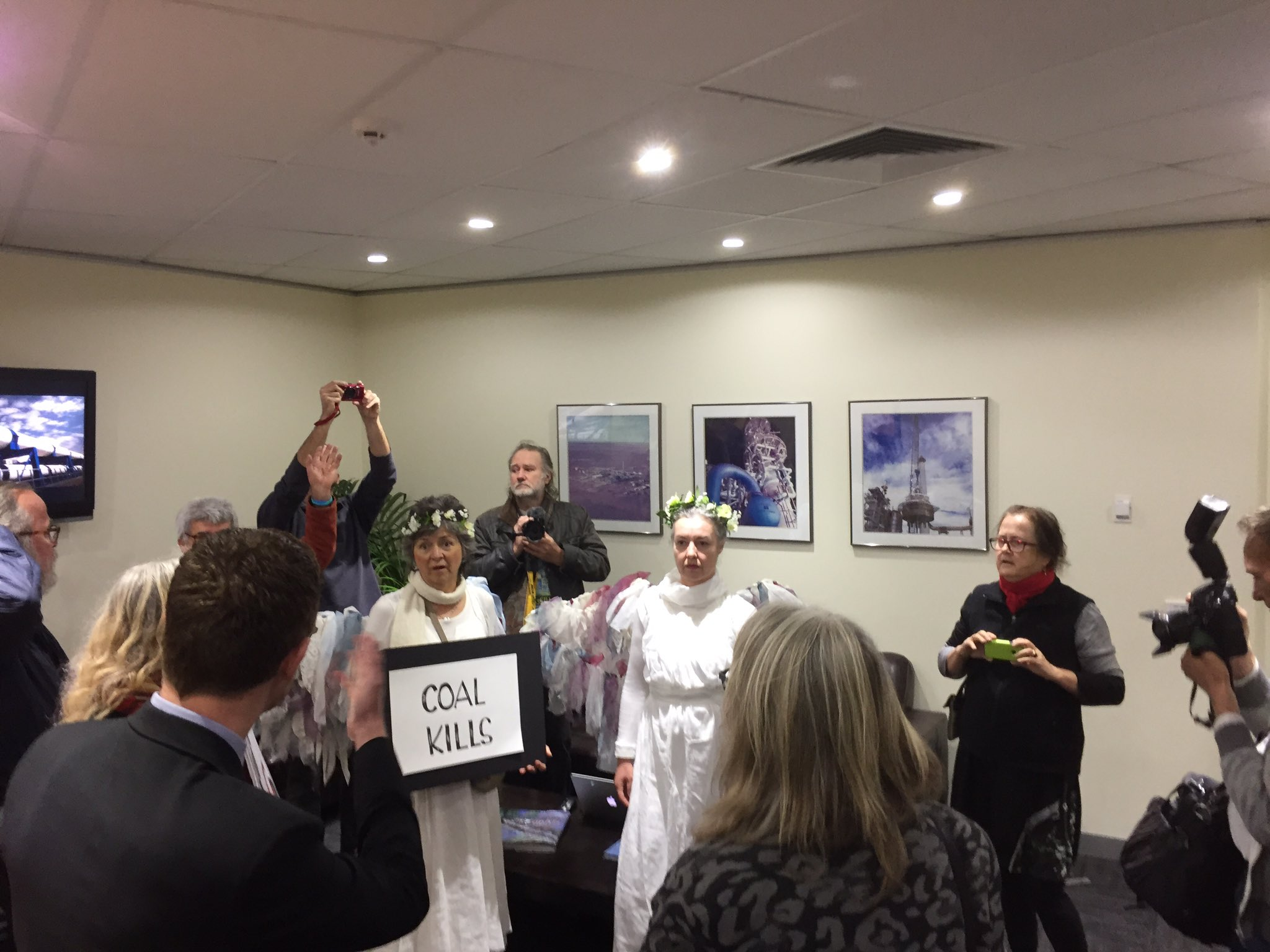 Downer want us out. We want Downer to not get in bed with Adani #StopAdani @stopadani @AYCC https://t.co/esgl5b7qnB