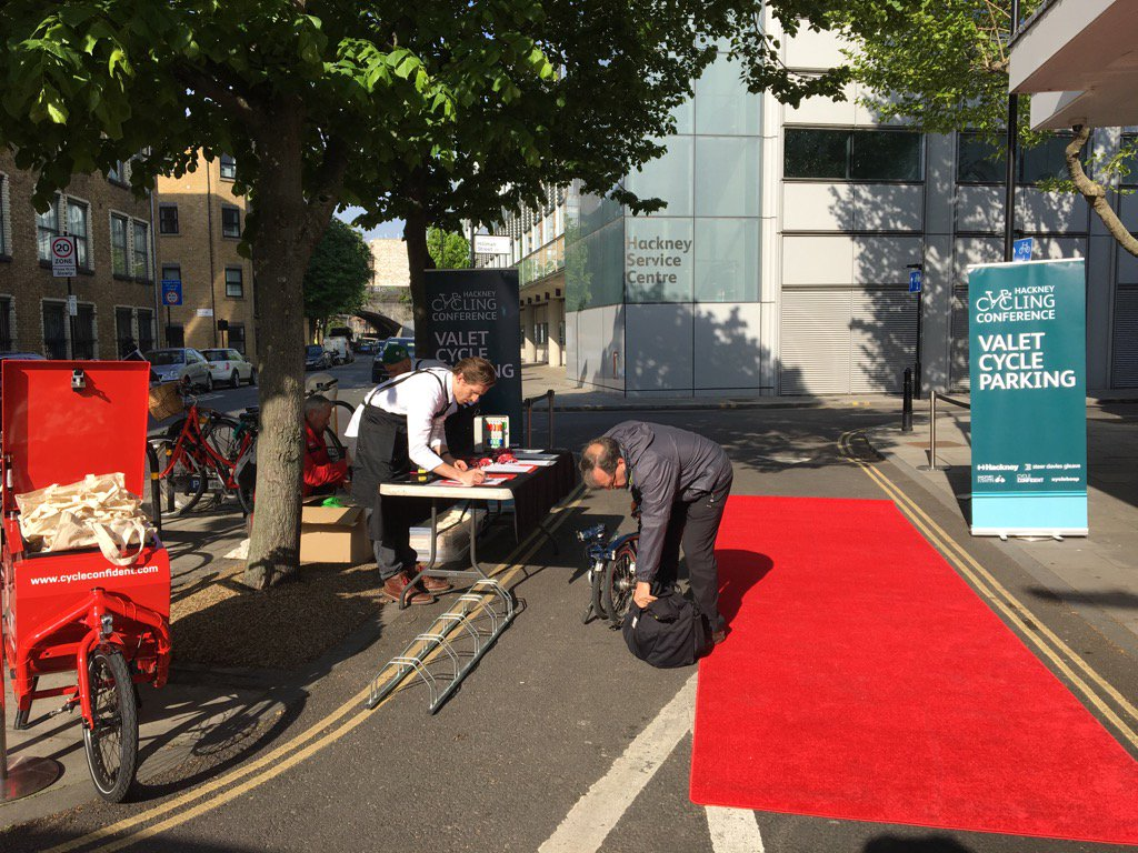 Beautiful morning for the Hackney Cycling Conference. Red carpet treatment! #ibikehackney @SDGworld @hackneycouncil https://t.co/eY2Qd2UUyZ