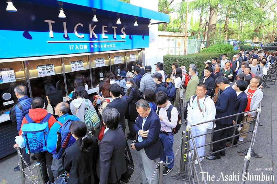 高校野球の春季東京都大会決勝の早実×日大三の試合が、27日午後6時から神宮球場であります。混雑が予想されることから異例のナイター開催となり、...