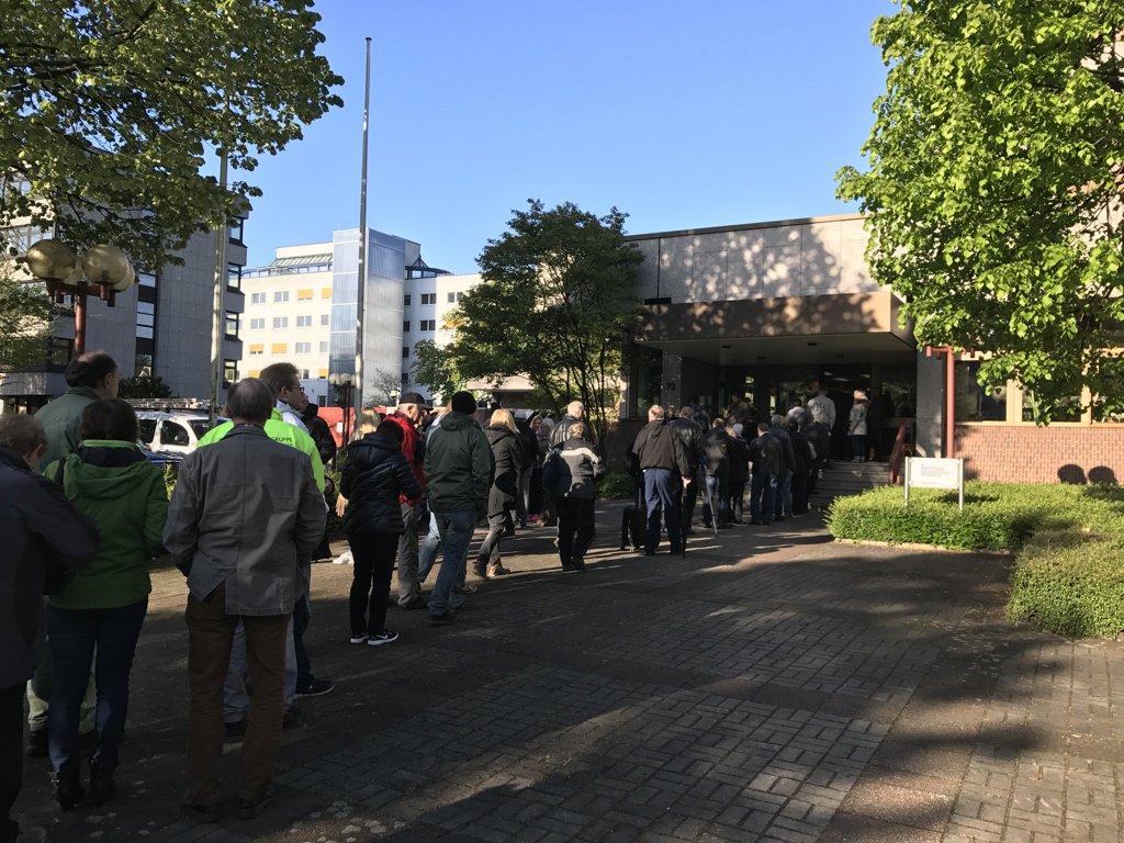 Pottblog On Twitter Schlange Bis Zur Straße An Der At Bundesbank