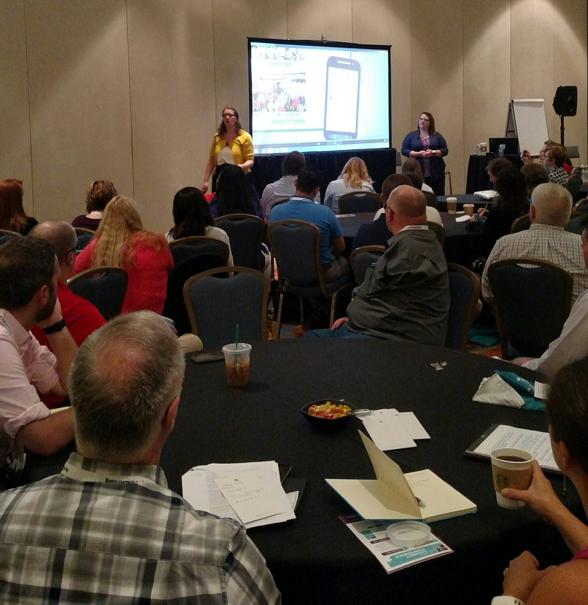#ruralite social media maven Megan McKoy-Noe is killing it B4 a packed house  @ the  #NRECA Connect event. <br>http://pic.twitter.com/snAkjubuMQ