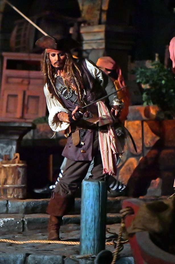 Pirates of the Caribbean (1992) - Page 2 C-a2LkOUIAAn__l
