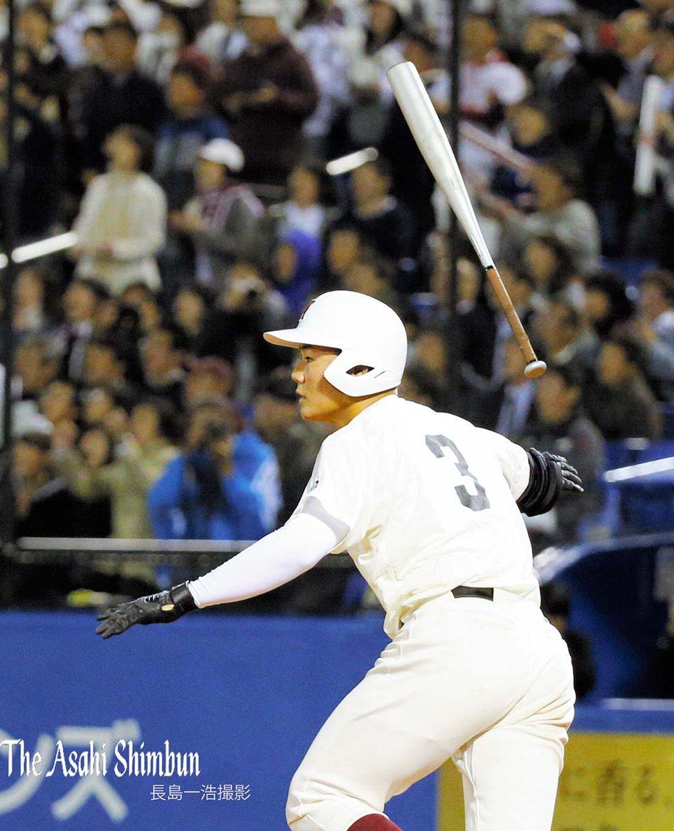 9回裏早稲田実の清宮選手が今日2本目となる通算84号を放ちました。 試合は延長戦です。(裕) https://t.co/ySB3MTHPSr