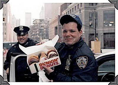 アメリカでは警官が制服姿でドーナツ屋に寄るのは不謹慎どころか公益性 ...