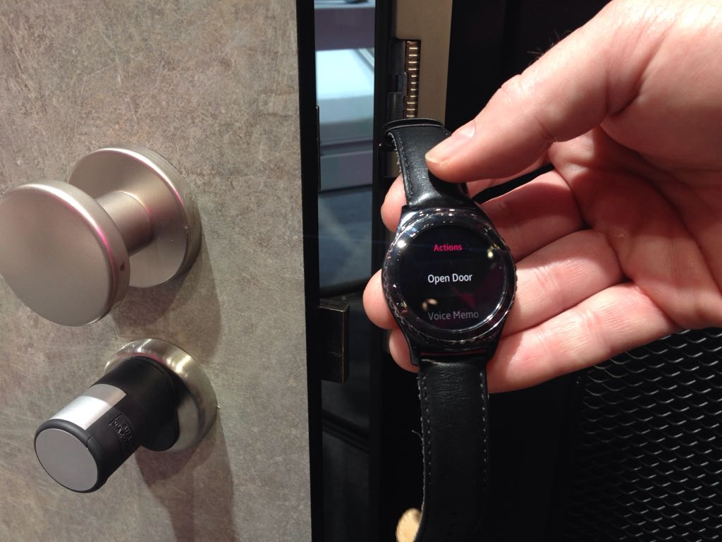 Social Media Post: Zutritt nur für autorisiertes Personal! Die #Smartwatch als...