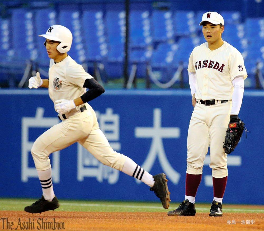 #高校野球 の#春季東京都大会決勝は一回表日大三の日置選手(左)が本塁打を放ちました。一塁手は早稲田実の清宮選手です。(裕) https:/...