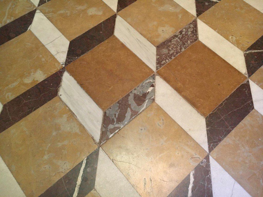 Carbonates in the city iglesia sta Barbara #urbangeology #Madrid https://t.co/Hu7WQM8ryY