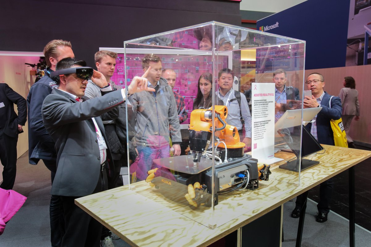 Social Media Post: Assisted Reality@5G mit der Hololens von #Microsoft zeigt #TSystems...