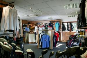 The newly refurbished Pro Shop stocks a wide range of equipment and apparel which caters...  http:// bit.ly/2jNPYRd  &nbsp;   #golf <br>http://pic.twitter.com/Px2a2Kfn2F